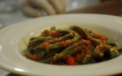 Bastoncini verdi pomodoro e peperoncino