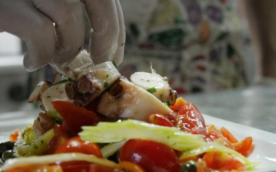 Insalata di polipo con sedano, pomodorini e olive taggiasche