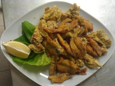 Fritto di sardine e carciofi