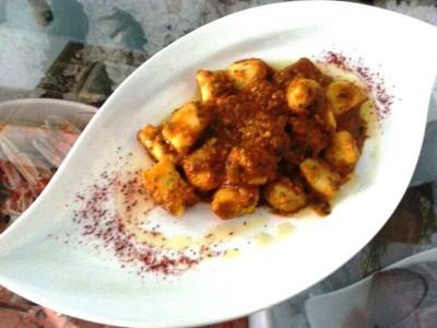 Gnocchi di baccala' con pomodoro e pesto