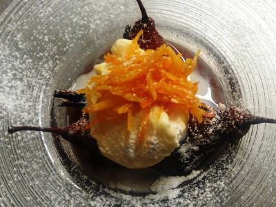 Pere cotte con gelato alla crema e arancia caramellata