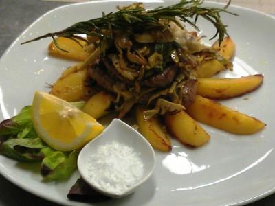 Filetto di manzo alla brace con carciofi e patate